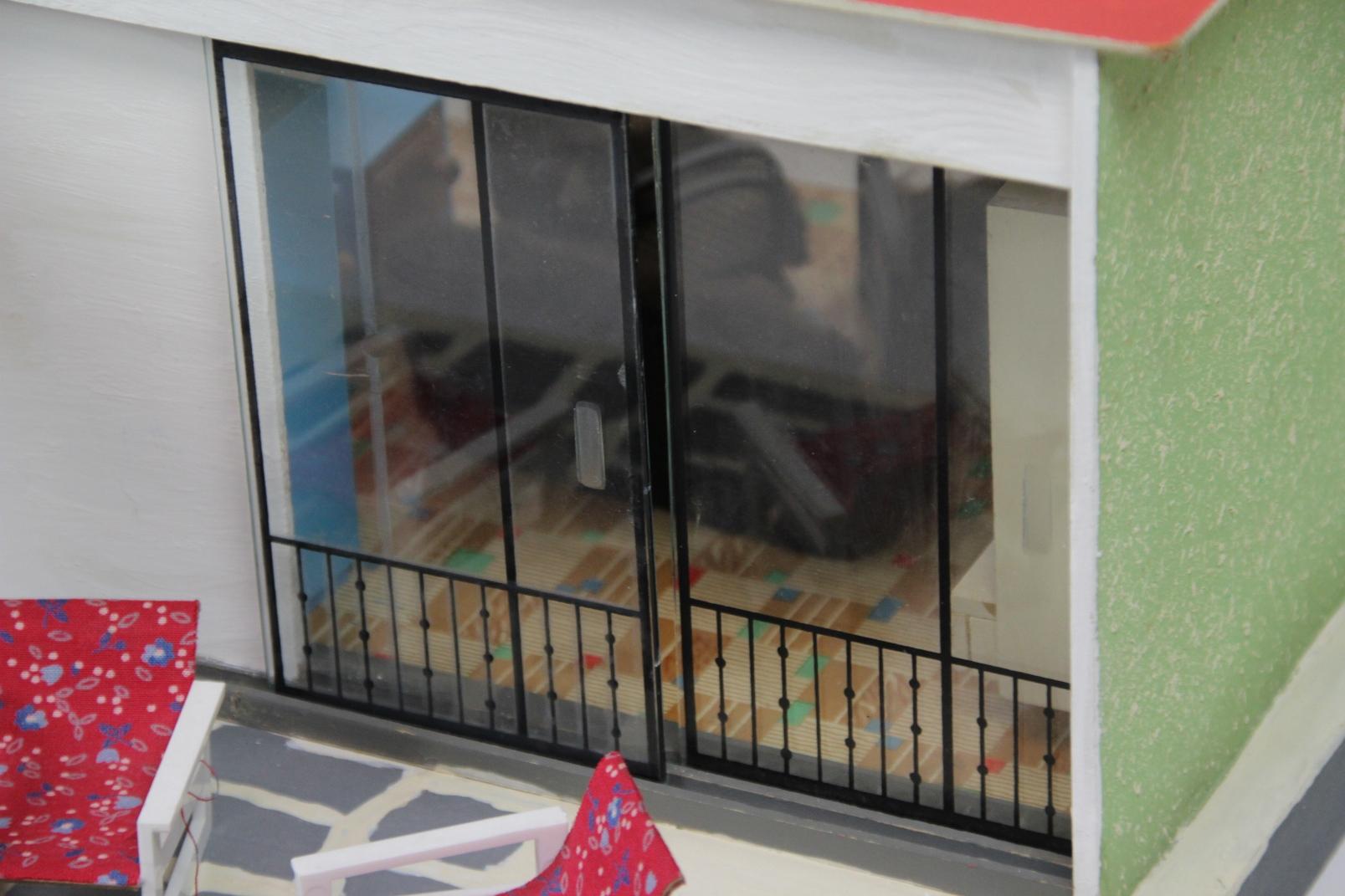 altes ddr puppenhaus bauhaus stil mit m bel zubeh r lichtfunktion puppenstube ebay. Black Bedroom Furniture Sets. Home Design Ideas
