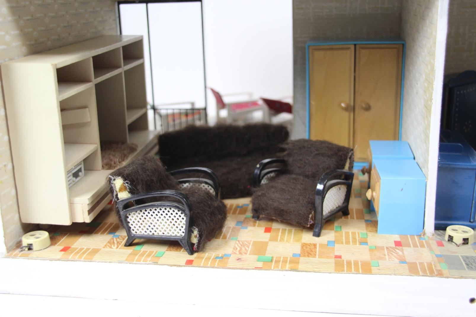 altes ddr puppenhaus bauhaus stil mit m bel zubeh r. Black Bedroom Furniture Sets. Home Design Ideas