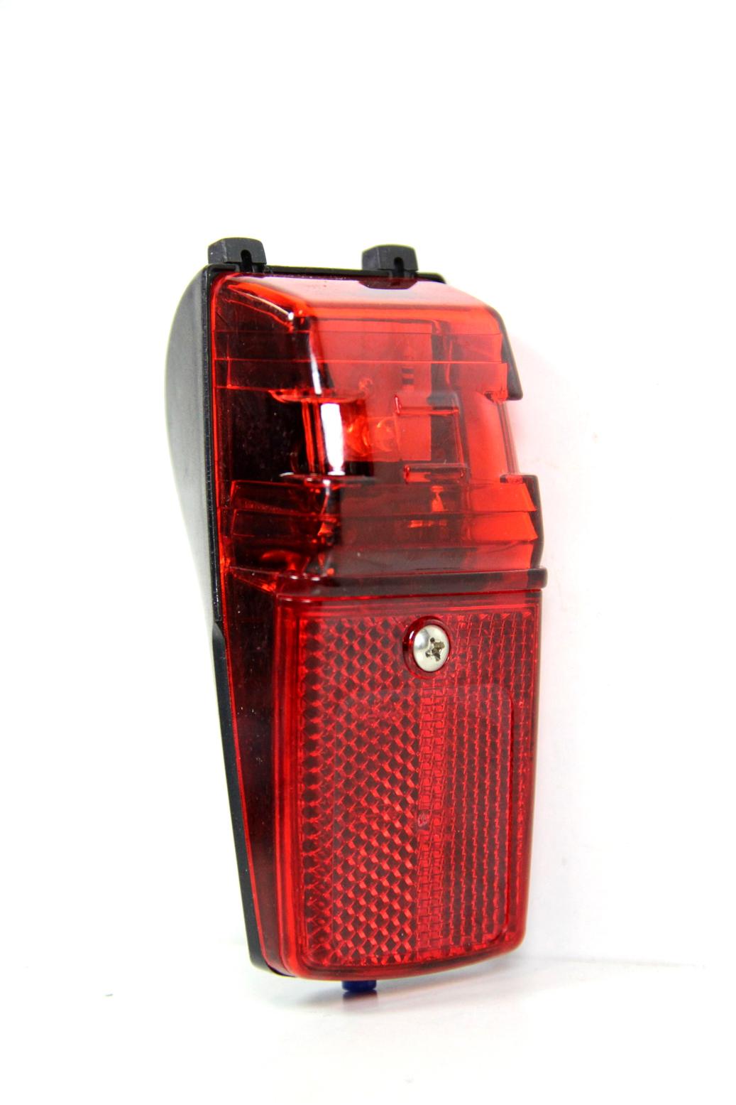fahrrad led r cklicht mit reflektor an aus akku batterie beleuchtung r ckleuchte ebay. Black Bedroom Furniture Sets. Home Design Ideas