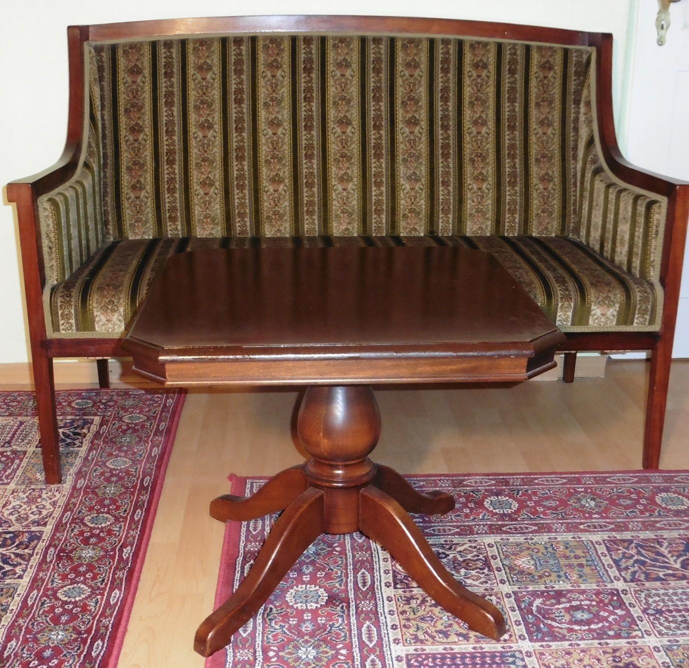 alter couchtisch antik stil massiv holz mahagoni farbe quadratisch beistelltisch ebay. Black Bedroom Furniture Sets. Home Design Ideas