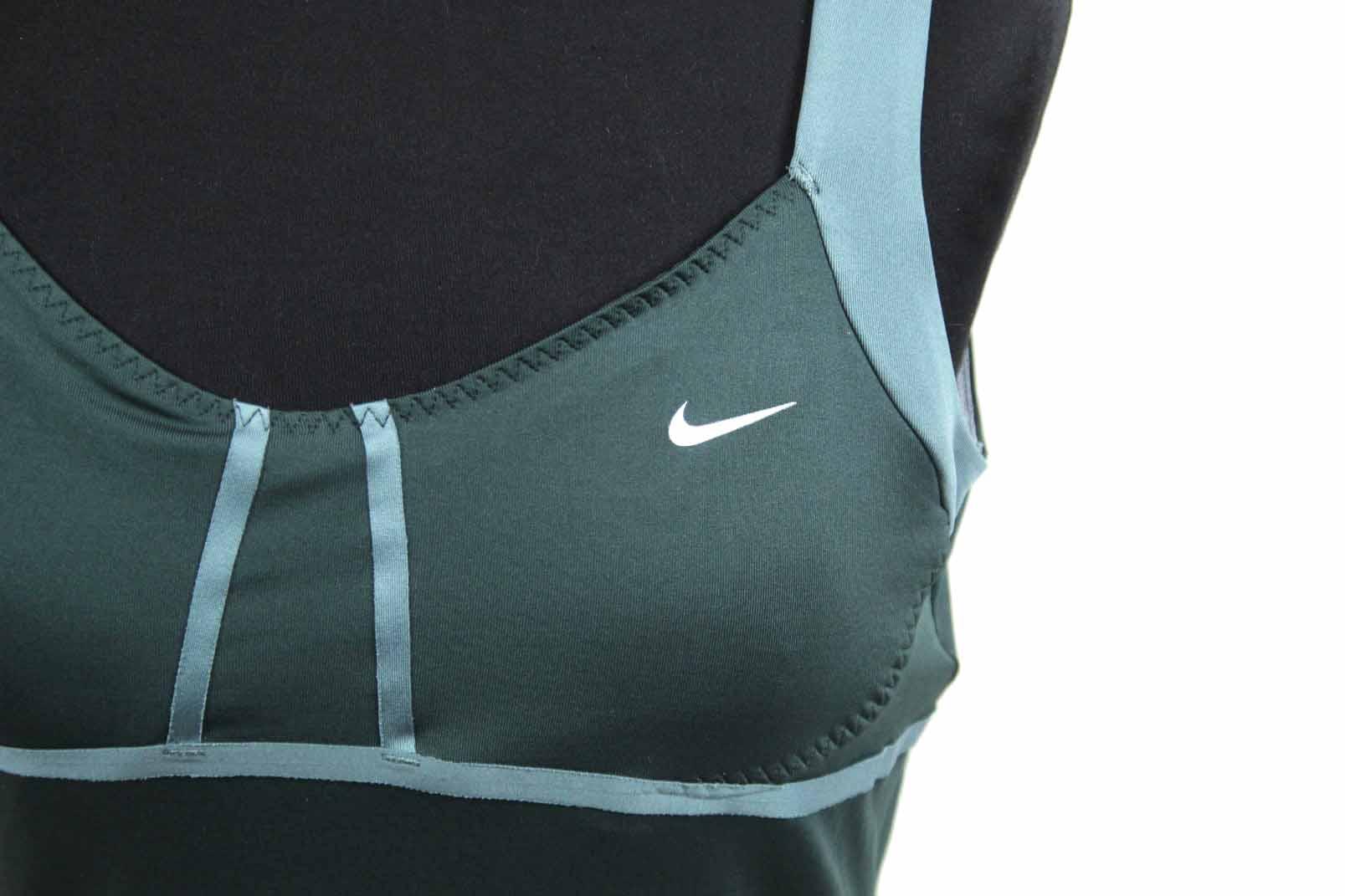 nike dri fit damen sport shirt gr m gr n fitness top bh eingearbeitet ebay. Black Bedroom Furniture Sets. Home Design Ideas