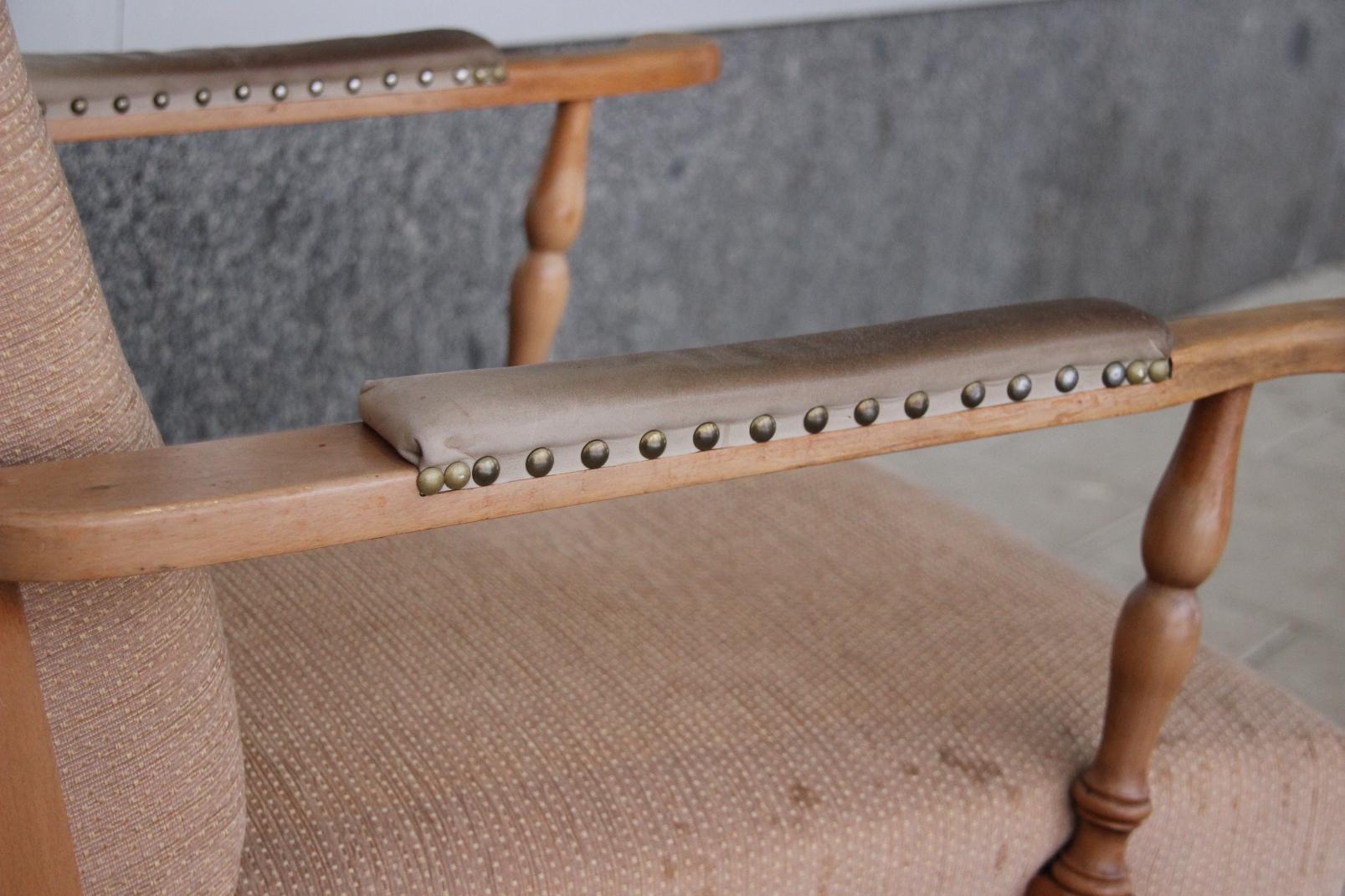 Stilvoller ohrensessel im antik stil massiv holz polster for Ohrensessel altrosa