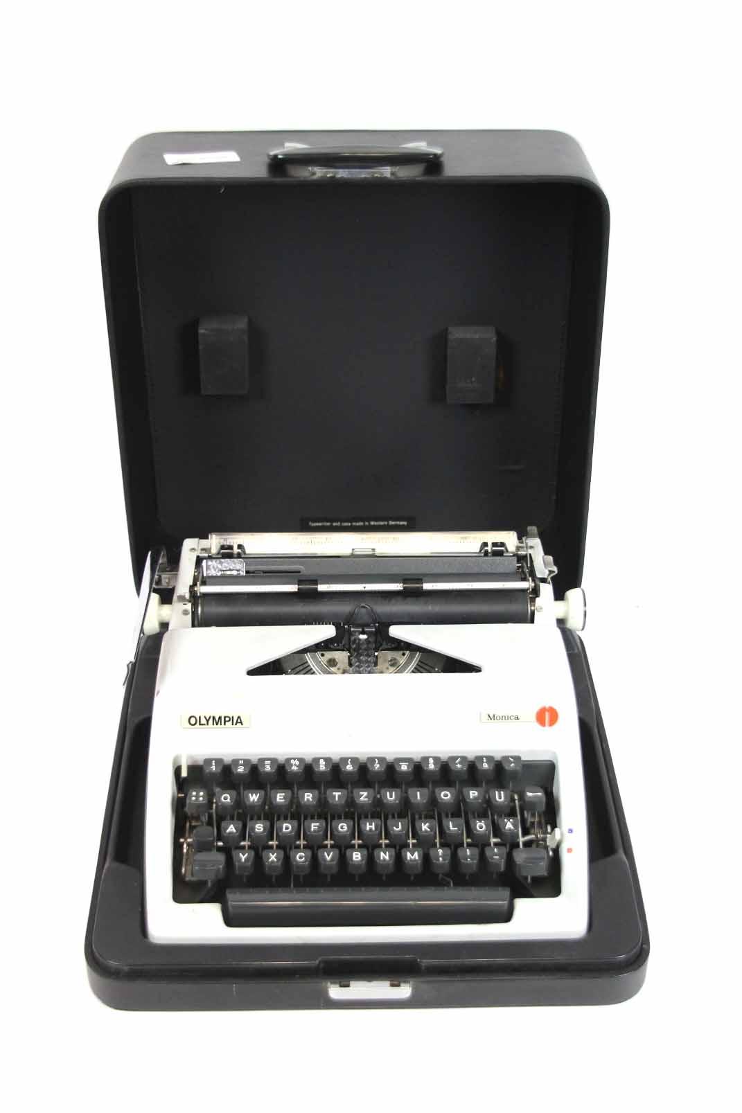 olympia monica reise schreibmaschine grau metall im koffer typenwriter ebay. Black Bedroom Furniture Sets. Home Design Ideas