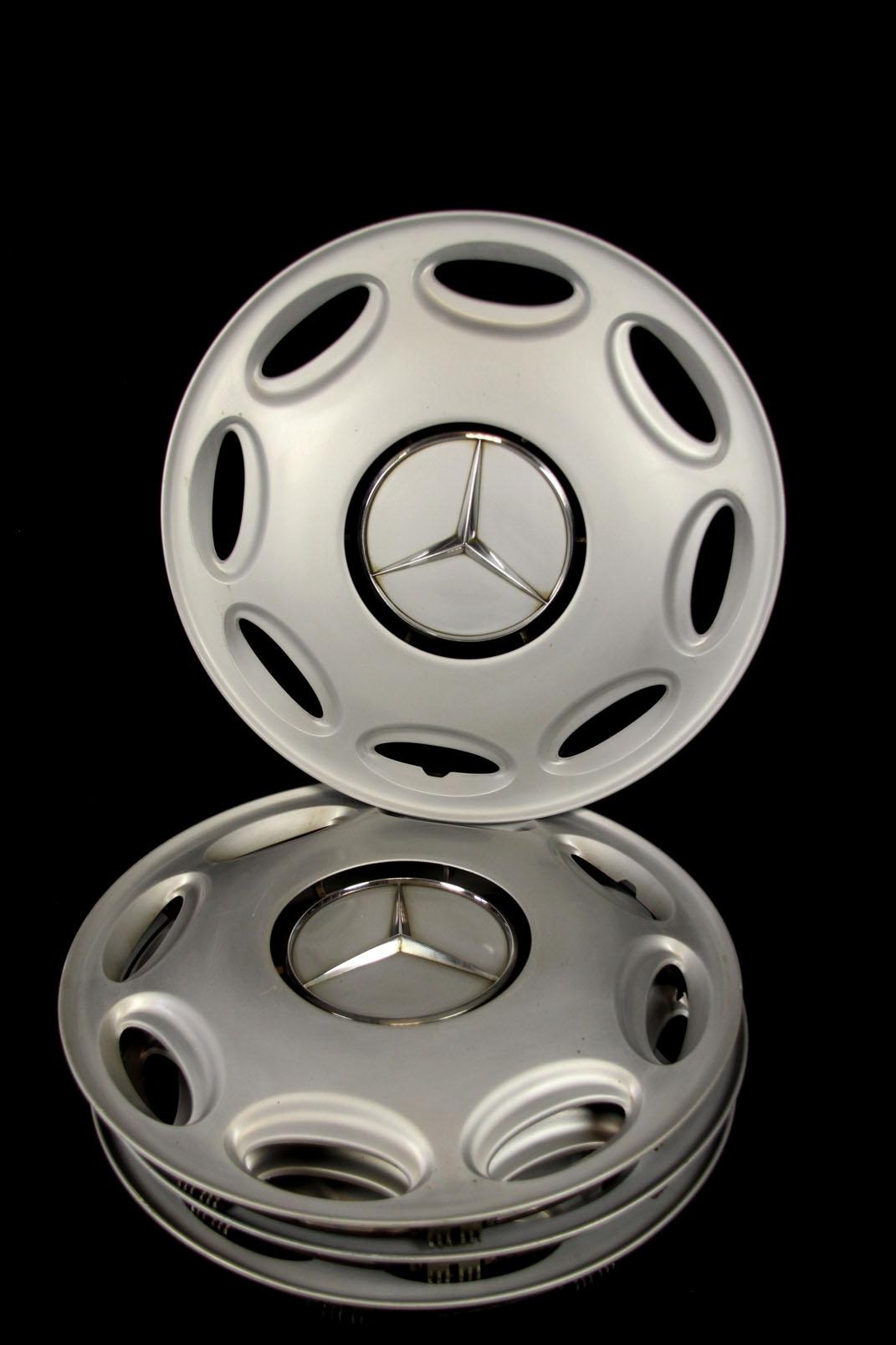 4 orig mercedes benz 15 zoll radzierblenden mit emblem. Black Bedroom Furniture Sets. Home Design Ideas