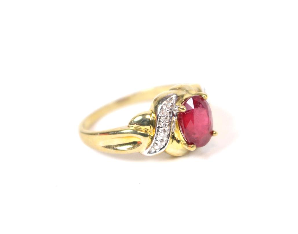 eleganter damen fingerring 375er gelbgold m ovalem rubin. Black Bedroom Furniture Sets. Home Design Ideas