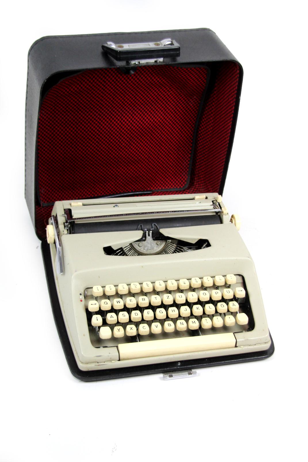 typewriters works 1 bulgarische reiseschreibmaschine im koffer schreibmaschine ebay. Black Bedroom Furniture Sets. Home Design Ideas