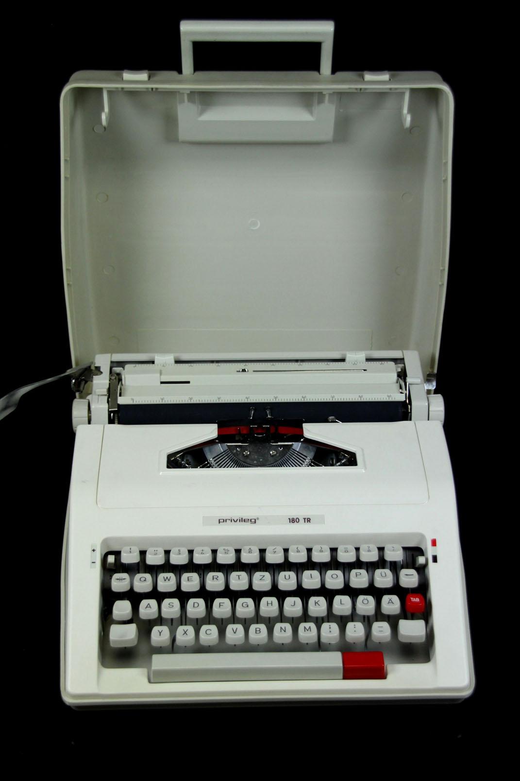 privileg 180 tr reise schreibmaschine im koffer typewriter kleinschreibmaschine ebay. Black Bedroom Furniture Sets. Home Design Ideas