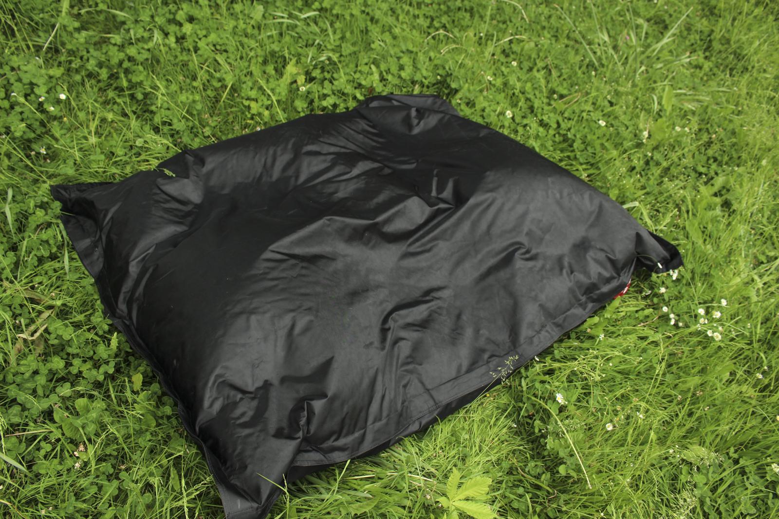 qsack sitzsack xxl outdoor sitzsack 140x180 schwarz outdoorer sessel unbenutzt ebay. Black Bedroom Furniture Sets. Home Design Ideas