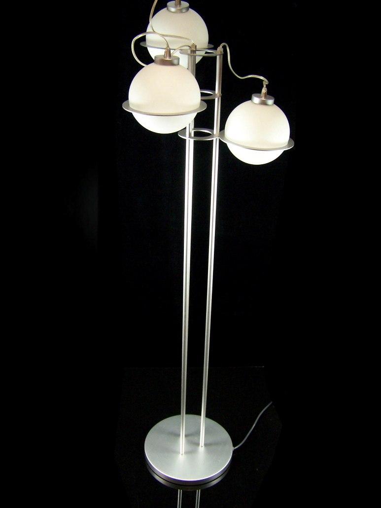 moderne designer stehlampe stand leuchte drei milchlas kugeln metall st nder ebay. Black Bedroom Furniture Sets. Home Design Ideas