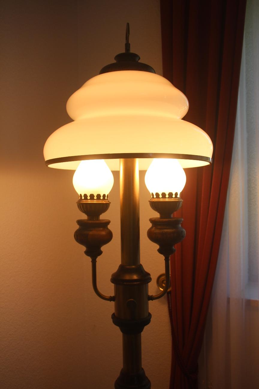 edle 2 flg stehlampe antikstil kolonialstil opalglas. Black Bedroom Furniture Sets. Home Design Ideas