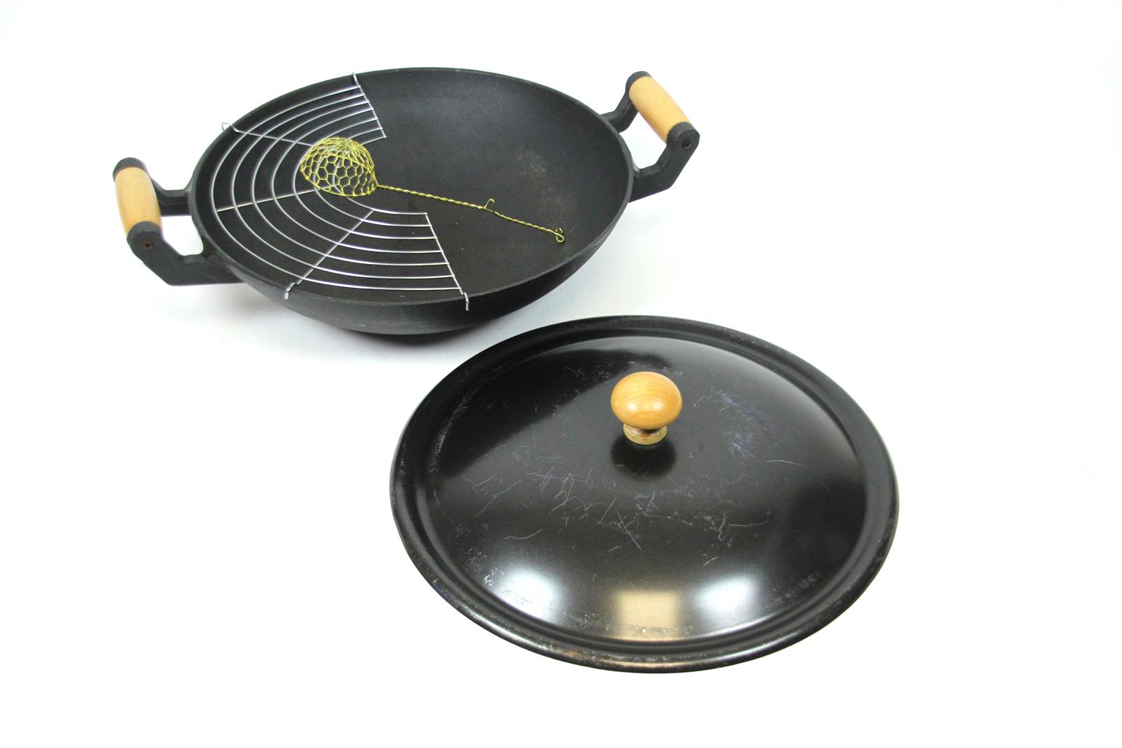 wok pfanne gusseisen schwarz mit deckel rost 36 cm holz griffe wokpfanne guss ebay. Black Bedroom Furniture Sets. Home Design Ideas
