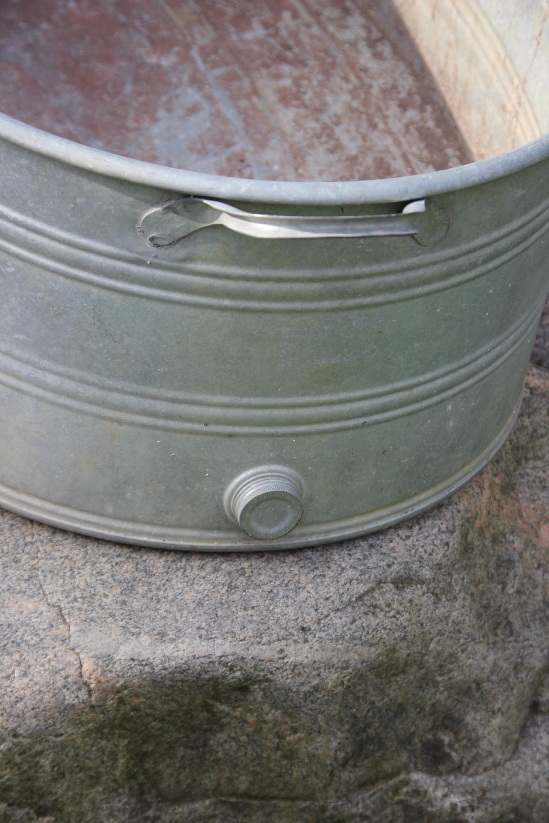 Alte zinkwanne zink wanne oval pflanzgef 103x57x28 cm for Nostalgische gartendekoration