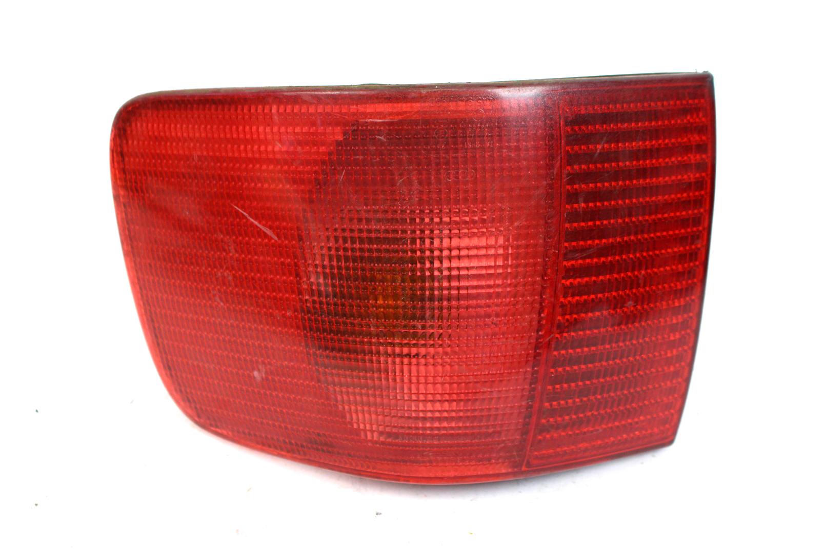 Beifahrerseite 8C//B4 Audi 80 Heckleuchte Rückleuchte Rücklicht außen rechts